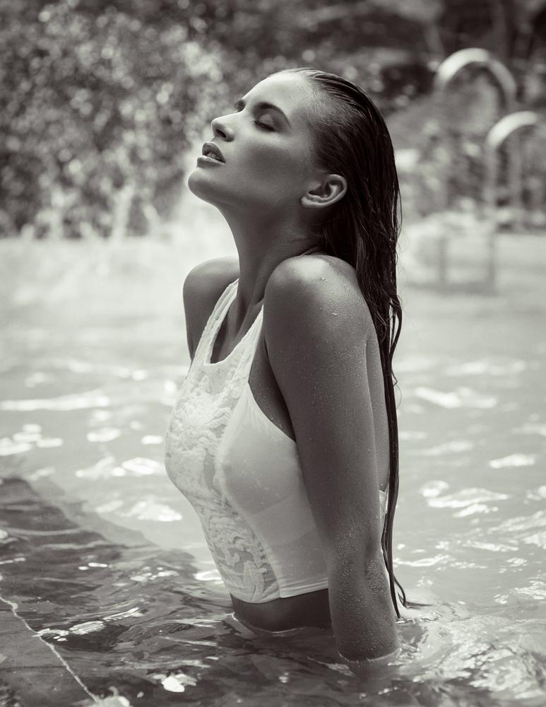 051_desire-swim4